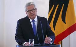 Le président allemand, Joachim Gauck, a annoncé lundi qu'il n'avait pas l'intention de briguer un second mandat de cinq ans, décision susceptible de provoquer des tensions entre les deux grandes composantes de la coalition gouvernementale sur le choix de son successeur./Photo prise le 6 juin 2016/REUTERS/Hannibal Hanschke