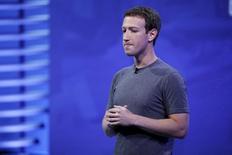 El CEO de Facebook, Mark Zuckerberg, durante una conferencia en San Francisco, California. 12 de abril de 2016. Las cuentas de Twitter y Pinterest del presidente ejecutivo de Facebook, Mark Zuckerberg, fueron recuperadas y reaseguradas, dijo el lunes un portavoz de la red social, en respuesta a preguntas sobre reportes del fin de semana que afirmaban que habían sido hackeadas. REUTERS/Stephen Lam/Files