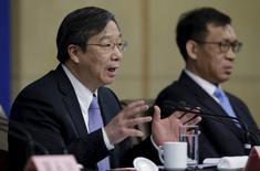 Yi Gang, vice gobernador del Banco Central de China, durante una conferencia de prensa en Pekín, China. China dijo que dará a Estados Unidos una cuota de inversión de 250.000 millones de yuanes (38.000 millones de dólares) por primera vez para comprar acciones, bonos y otros activos chinos, con el objetivo de profundizar los lazos financieros y la interdependencia entre las dos mayores economías del mundo. China dijo que dará a Estados Unidos una cuota de inversión de 250.000 millones de yuanes (38.000 millones de dólares) por primera vez para comprar acciones, bonos y otros activos chinos, con el objetivo de profundizar los lazos financieros y la interdependencia entre las dos mayores economías del mundo. REUTERS/Jason Lee