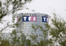 TF1 rachète les 20% que Monaco détient dans la chaîne TMC à travers un échange d'actions qui permet à la principauté de faire son entrée au capital du premier groupe privé de télévision en France. /Photo d'archives/REUTERS