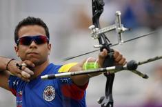 Venezuela's Elias Malave fires an arrow during the men's individual round of 32 eliminations at the Lord's Cricket Ground during the London 2012 Olympic Games July 30, 2012. REUTERS/Suhaib Salem/File Photo