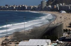 Montagem da arena olímpica do vôlei de praia, em Copacabana. 13/06/2016  REUTERS/Ricardo Moraes