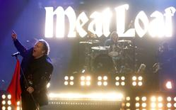 "U.S. singer Meat Loaf performs during the German game show ""Wetten Dass"" (Bet it...?) in the southern German town of Friedrichshafen December 3, 2011.    REUTERS/Arnd Wiegmann"