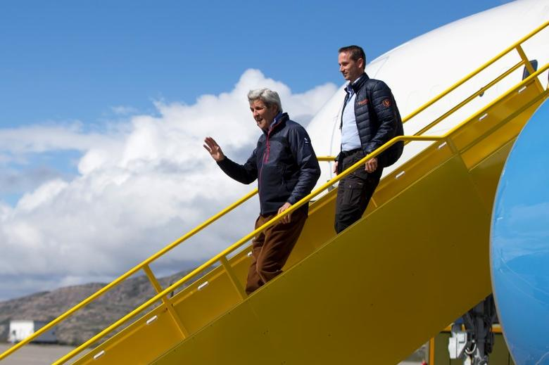 U.S. Secretary of State John Kerry waves as he arrives in Greenland with Danish Foreign Minister Kristian Jensen for a tour of the Illulissat Icefjord and Jakobshavn Glacier, June 17, 2016, in Kangerlussuaq, Greenland. REUTERS/Evan Vucci/Pool