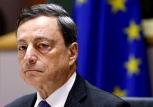 El presidente del Banco Central Europeo, Mario Draghi, durante una reunión en Bruselas, Bélgica. 21 de junio de 2016. El crecimiento de la zona euro está ganando impulso, pero la incertidumbre es alta y la perspectiva de inflación está bajo control por lo que el Banco Central Europeo está listo para actuar si es necesario, dijo el martes el presidente del BCE, Mario Draghi. REUTERS/Francois Lenoir