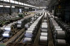 L'incapacité de la Chine à réduire sa production d'acier pourrait amener l'Union européenne à envisager de nouvelles sanctions commerciales contre Pékin, déclare mercredi la Commission européenne, à l'unisson avec les Etats-Unis qui recommandent une réponse ferme aux surcapacités chinoises. /Photo d'archives/REUTERS/Pichi Chuang