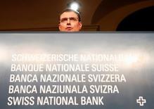 Председатель Национального банка Швейцарии Томас Джордан на пресс-конференции в Берне. Центробанк Швейцарии в пятницу подтвердил, что провел интервенцию на валютном рынке для ослабления швейцарского франка после того, как Британия решила выйти из ЕС.REUTERS/Ruben Sprich