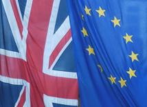 Флаги ЕС и Великобритании в Лондоне. Основные опасения Европейского союза в связи с выходом Великобритании из блока относятся к политической сфере, однако потеря второй по величине экономики также окажет существенное влияние на экономическую ситуацию. REUTERS/Toby Melville