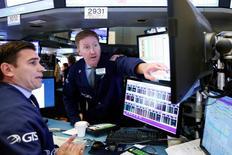 Operadores trabalhando na Bolsa de Nova York.      15/06/2016       REUTERS/Lucas Jackson