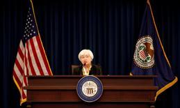 La presidenta de la Reserva Federal de Estados Unidos, Janet Yellen, durante una conferencia de prensa en Washington. 15 de junio de 2016. La votación de Reino Unido en favor de abandonar la Unión Europea sumergió a los mercados financieros en una ola de volatilidad y puso en pausa las ambiciones de la Reserva Federal de subir las tasas de interés dos veces este año. REUTERS/Kevin Lamarque