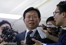 FILE PHOTO - Shin Dong-bin, Lotte Group chairman, is surrounded by the media as he makes his way upon his arrival at Gimpo Airport in Seoul, South Korea, August 3, 2015. REUTERS/Kim Hong-Ji/File Photo