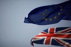 Bandeiras da União Europeia e Reino Unido em território de Gibraltar.  27/6/2016. REUTERS/Jon Nazca