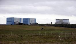 EDF devra prendre le moment venu une décision sur son investissement dans le projet de construction de deux réacteurs nucléaires de type EPR à Hinkley Point, en Angleterre, en dépit du vote en faveur du Brexit, déclare mardi Emmanuel Macron. /Photo d'archives/REUTERS/Suzanne Plunkett