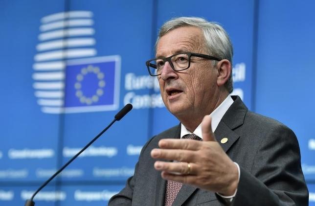 6月29日、欧州委員会のユンケル委員長(写真)は、イタリアなど欧州の銀行の取り付け騒ぎを回避するため、同委員会があらゆる措置を講じると発言、欧州の銀行セクターは守られると述べた。ブリュッセルで28日撮影(2016年 ロイター/Eric Vidal)