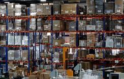 L'activité dans le secteur manufacturier s'est contractée en France en juin pour le quatrième mois consécutif, selon la version définitive de l'indice Markit publiée vendredi. L'indice global du secteur s'est établi à 48,3 contre 48,4 en mai. /Photo prise le 19 avril 2016/REUTERS/Philippe Wojazer