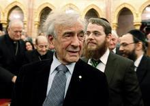 O húngaro vencedor do prêmio Nobel da Paz e sobrevivente do Holocausto Elie Wiesel participa de simpósio no parlamento de Budapeste no dia 9 de dezembro de 2009. REUTERS/Laszlo Balogh/File Photo