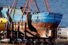 Navio naufragado em abril de 2015 visto no porto de Augusta, na Itália.   01/07/2015   REUTERS/Antonio Parrinello/File Photo