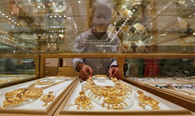 A salesman arranges a gold necklace in a display case inside a jewellery showroom on the occasion of Akshaya Tritiya, a major gold buying festival, in Kolkata, India, May 9, 2016. REUTERS/Rupak De Chowdhuri/Files