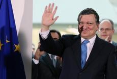 El ex presidente de la Comisión Europea José Manuel Barroso saluda antes de dar un discurso en la sede del organismo en Bruselas. 30 de octubre de 2014. Goldman Sachs contrató al ex presidente de la Comisión Europea José Manuel Barroso como asesor y presidente no ejecutivo de su negocio internacional, en momentos en que el banco estadounidense afronta los efectos de la decisión de Reino Unido de separarse de la Unión Europea. REUTERS/Francois Lenoir