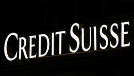 Логотип Credit Suisse на штаб-квартире компании в Милане.  Credit Suisse снизил прогноз роста мирового спроса на нефть в ожидании того, что решение Великобритании о выходе из Евросоюза плохо скажется на темпах роста мировой экономики и ограничит восстановление стоимости нефти. REUTERS/Stefano Rellandini/File Photo