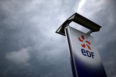 """Le risque financier lié au projet d'EDF de construire deux réacteurs nucléaires de type EPR en Angleterre à Hinkley Point peut être porté par le groupe """"de manière raisonnable"""", selon un rapport parlementaire publié mercredi./Photo d'archives/REUTERS/Stéphane Mahé"""