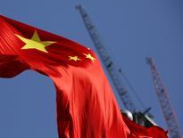 Bandeira nacional chinesa vista em distrito comercial em Pequim.   26/01/2016          REUTERS/Kim Kyung-Hoon