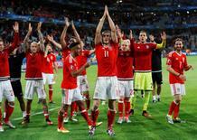 Seleção do País de Gales após vitória na Euro 2016, na França.   01/07/16 REUTERS/Carl Recine Livepic