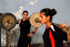 Weightlifter Neelam Riaz (L) watches as her protege Iqra Chanzaib trains at a sports hall in Lahore, Pakistan July 11, 2016.  REUTERS/Caren Firouz