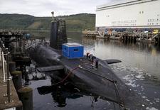 Атомная подлодка на базе британских ВМС в шотландском Фаслейне 31 августа 2015 года. Британские законодатели одобрили модернизацию устаревающей системы ядерного вооружения, что обойдется в миллиарды долларов и иллюстрирует стремление Великобритании сохранить за собой статус глобального игрока, несмотря на выход из ЕС. REUTERS/Russell Cheyne