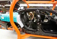 FILE PHOTO --  A Chrysler Group LLC employee works on the assembly line during the production launch of Chrysler vehicles at the assembly plant in Brampton January 7, 2011.    REUTERS/Mike Cassese/File Photo
