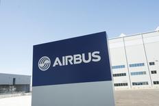 Airbus Group et Safran ont obtenu mercredi le feu vert de la Commission européenne à leur projet d'acquisition du lanceur spatial Arianespace après avoir accepté des mesures destinées à prévenir l'échange de données sensibles. /Photo d'archives/REUTERS/Michael Spooneybarger