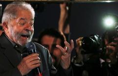 O ex-presidente Luiz Inácio Lula da Silva participa de protesto contra o presidente interino do Brasil Michel Temer e em apoio à presidente afastada Dilma Rousseff na Avenida Paulista em São Paulo, Brasil 10/06/2016 REUTERS/Paulo Whitaker