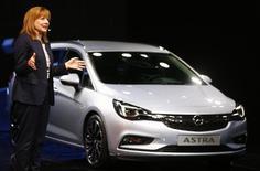 General Motors CEO Mary Barra presents the new Opel Astra during the media day at the Frankfurt Motor Show (IAA) in Frankfurt, Germany September 15, 2015. REUTERS/Kai Pfaffenbach
