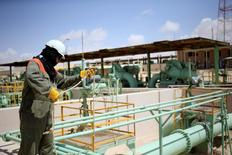A worker maintains oil pipelines at the Zueitina oil terminal in Zueitina, west of Benghazi April 7, 2014.REUTERS/Esam Omran Al-Fetori