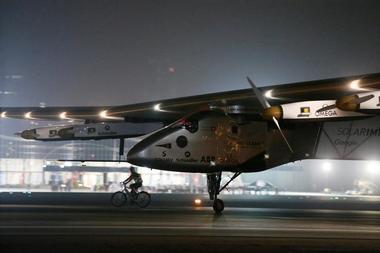 世界一周のソーラー機、最終目的地に到着 化石燃料使わず史上初