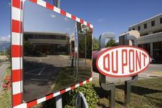 DuPont annonce un bénéfice au deuxième trimestre supérieur aux attentes grâce à l'impact positif des réductions de coûts sur ses marges. /Photo d'archives/REUTERS/Denis Balibouse