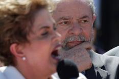 Dilma e Lula após votação de impeachment no Senado.  12/5/2016.   REUTERS/Ueslei Marcelino