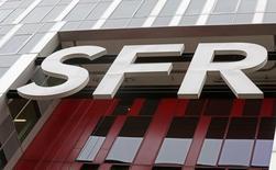 La direction de SFR a annoncé aux organisations syndicales qu'elle prévoyait de réduire d'un tiers ses effectifs à compter de la fin de ses engagements sur l'emploi en 2017. /Photo d'archives/REUTERS/Jacky Naegelen
