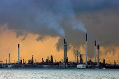 A view of an oil refinery off the coast of Singapore March 14, 2008. REUTERS/Vivek Prakash/File Photo