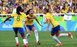 Brasileira Mônica (3) comemora com companheiras primeiro gol do Brasil na vitória por 3 x 0 sobre a China, no Engenhão. 03/08/2016 REUTERS/Geoff Burke-USA TODAY Sports