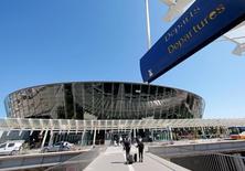 Le département des Alpes-Maritimes va céder 4% du capital de la Société des aéroports de la Côte-d'Azur au consortium franco-italien Azzura, que l'Etat vient de choisir pour reprendre sa participation majoritaire. /Photo prise le 4 mai 2016/REUTERS/Eric Gaillard