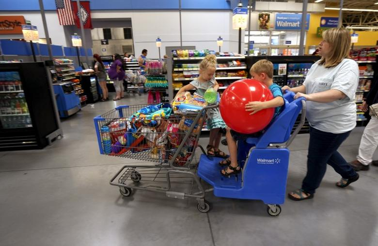 A family shops at the Wal-Mart Supercenter in Springdale, Arkansas June 4, 2015. Wal-Mart will hold its annual meeting June 5, 2015.  REUTERS/Rick Wilking