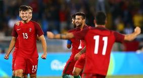 Jogadores de Portugal comemoram gol marcado contra a Argentina pela Olimpíada Rio 2016, no Rio de Janeiro 04/08/2016 REUTERS/Leonhard Foeger