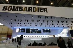 Bombardier a fait état vendredi d'une perte trimestrielle légèrement plus marquée que prévu, sous le coup de la baisse du chiffre d'affaires du segment avions d'affaires du groupe canadien et d'une détérioration de la rentabilité de la division avions de ligne. /Photo prise le 24 mai 2016/REUTERS/Denis Balibouse