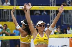 Talita Antunes (L) and Larissa Franca of Brazil celebrate after winning their Rio Open women's beach volleyball final match against compatriots Agatha Bednarczuk and Barbara Seixas on Copacabana beach in Rio de Janeiro, Brazil, September 6, 2015. The Rio Open of beach volleyball is a test event for Rio 2016 Olympic Games. REUTERS/Sergio Moraes