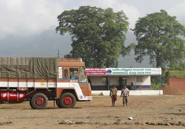 Truck drivers walk out of a Commercial Taxes Department check post after getting clearance to cross a checkpoint with their goods at the Chavadi checkpoint on the outskirt of Coimbatore, Tamil Nadu, September 5, 2015.  REUTERS/Sivaram V/Files