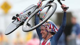 Norte-americana Kristin Armstrong celebrando vitória na Rio 2016.    10/08/2016       REUTERS/Matthew Childs
