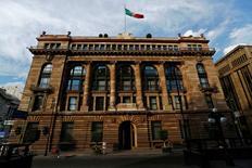 La sede del Banco de México en Ciudad de México, ene 23, 2015. El banco central de México mantuvo el jueves en un 4.25 por ciento la tasa clave de interés, en medio de un deterioro de las expectativas económicas y pese a preocupaciones por el efecto que pudiera tener en la moneda y en la inflación el próximo proceso electoral en Estados Unidos.      REUTERS/Edgard Garrido