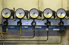 Датчики давления на станции газовой компании PGNiG в Польше. 3 января 2006 года. Польская государственная газовая компания PGNiG может в будущем перестать покупать газ у российского Газпрома в результате диверсификации источников поставок, сказал финансовый директор компании Богуслав Мажец в пятницу. REUTERS/Katarina Stoltz