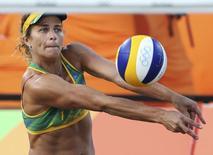 Larissa, do vôlei de praia. 12/08/2016 REUTERS/Adrees Latif